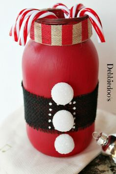 Americana chalky paint Santa mason jar Combine a Mason jar, red chalky paint and a few trimmings and you get this cute Christmas candy cane jar. See the tutorial on Debbiedoo's. Dollar Tree Christmas, Christmas Mason Jars, Christmas Candy, All Things Christmas, Christmas Holidays, Christmas Decorations, Room Decorations, Christmas Snowman, Mason Jar Crafts