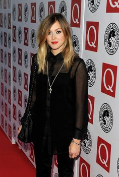 Fearne Cotton Medium Straight Cut - Fearne Cotton highlighted her two-tone shoulder length locks with a swipe of red lipstick. Fearne Cotton Hair, Hair Inspo, Hair Inspiration, Bangs Ponytail, Hair Today Gone Tomorrow, Beach Blonde, Haircut And Color, Everyday Hairstyles, Great Hair