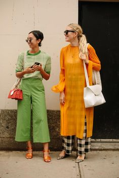 Fashion People Love Green Now, According to the Street Style on Day 7 of New York Fashion Week - Fashionista Tokyo Street Fashion, New York Fashion Week Street Style, Street Style Trends, Spring Street Style, Korea Street Style, Nyfw Street Style, Milan Fashion Weeks, Street Wear, Look Fashion