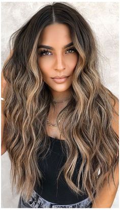 Caramel Blonde Hair, Blonde Highlights On Dark Hair, Blonde With Dark Roots, Hair Color Caramel, Balayage Hair Blonde, Brown Blonde Hair, Light Brown Hair, Warm Blonde, Subtle Highlights