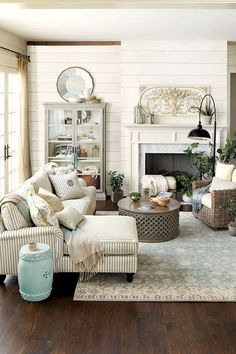 Comfy Farmhouse Living Room Design Ideas (32)