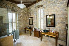 parement en pierre et revêtement de mur de salle de bain
