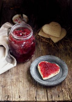 [ Recipe: Spiced Cranberry Apple Jam/Chutney ] Using fresh cranberries, apples, water, juice, lemon juice, oil, chili pepper, spices (cloves, cinnamon, black pepper...to taste), citrus zest, ginger juice, and granulated sugar. ~ from ecurry.com