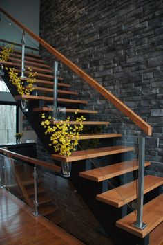 Modern Stair Railing Designs That Are Perfect! Looking for Staircase Design Inspiration? Check out our photo gallery of Modern Stair Railing Ideas.Looking for Staircase Design Inspiration? Check out our photo gallery of Modern Stair Railing Ideas. Modern Stair Railing, Stair Railing Design, Staircase Railings, Modern Stairs, Railing Ideas, Staircase Remodel, Staircase Ideas, Glass Stair Railing, Staircase Decoration
