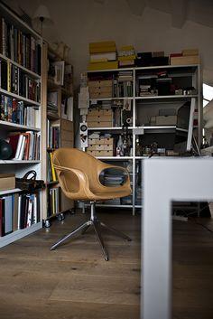 Kristalia Elephant On Trestle Office Chair Swivel Armchair, Modern Armchair, Chair Design, Furniture Design, Contemporary Chairs, Office Furniture, Office Chairs, Lounge Chairs, Houses