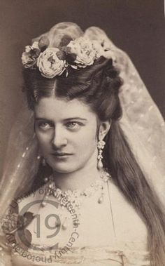 Countess Hanna Marie Erdody of Hungary Antique Pictures, Old Photos, Old Pictures, Vintage Photographs, Vintage Images, 1870s Fashion, Victorian Hairstyles, Victorian Photos, Fashion Illustration Vintage