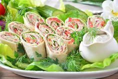 Fresh Rolls, Catering, Lunch Box, Food And Drink, Ethnic Recipes, Parties Food, Food And Drinks, Catering Business, Gastronomia