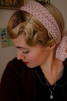 Finger waves with a headband. I'm totally trying this