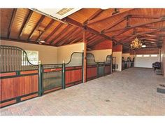 Love the large open stables Dream Stables, Dream Barn, My Dream Home, Horse Arena, Future Farms, Horse Ranch, Horse Stalls, Horse Farms, Farm Yard