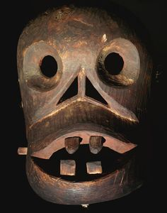 An Eskimo face mask, Alaska; Collection Adams Hollis Twitchell An Eskimo face mask, Alaska; Bat Mask, Tlingit, Inuit Art, Cool Masks, Art Themes, Sacred Art, Native American Art, First Nations, Tribal Art