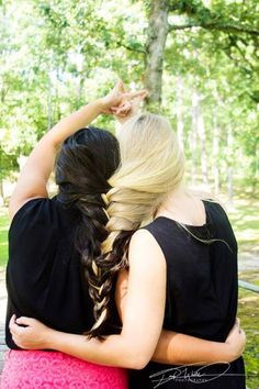 Best Friends Photoshoot Photography Pose Idea Braided Hair Together Infinity Sign