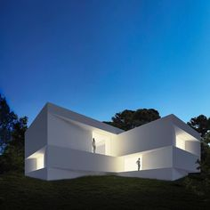 The architecture studio Fran Silvestre Arquitectos has unveiled their new project that they would like to show during design process: Fababu House in Valencia Minimal Architecture, Amazing Architecture, Contemporary Architecture, Interior Architecture, Villa Design, Modern House Design, Arch House, Exterior Design, Luxury Homes