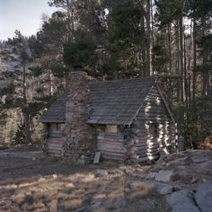 Old Log Cabins is dedicated to preserving the spirit of the American pioneer by offering original antique hand-hewn log cabins, structures and materials to our customers.