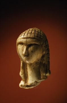 ✮ The 25,000-year-old ivory Venus of Brassempouy