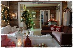 Cozy cottage-y Christmas decor