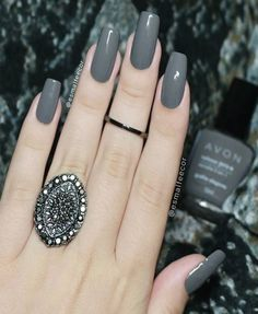 Stunning Dark Grey Nail Designs The post Stunning Dark Grey Nail Designs appeared first on nageldesign. Green Nail Polish, Nails Polish, Gray Nails, Pink Nails, Classy Nails, Trendy Nails, Perfect Nails, Gorgeous Nails, Nail Paint Shades