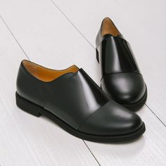 Minimalist black oxford flats from MM6 Margiela WOMEN'S FLATS http://amzn.to/2jETOMx
