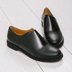 Minimalist black oxford flats from MM6 Margiela WOMEN'S FLATS http://amzn.to/2jETOMx