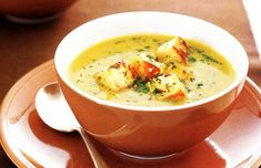 Creamy sweet potato, onion and pumpkin soup with croutons Sweet potato and onions give this classic pumpkin soup loads of extra flavour. Crouton Recipes, Soup Recipes, Cooking Recipes, Yummy Recipes, Free Recipes, Snack Recipes, Dinner Recipes, Pumpkin Soup, Pumpkin Recipes