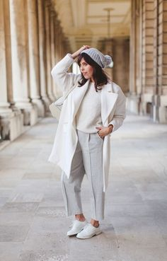 Carrie of Wish Wish Wish All White Outfit, White Outfits, Coachella, Carrie, Jeans And Sneakers, Trends, Casual Street Style, White Fashion, Winter White