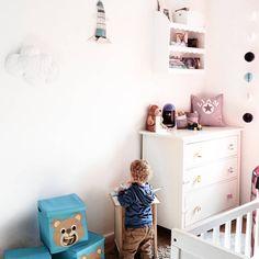 http://moderiamia.de/2016/08/kinderzimmer-deko-ideen-liams-reich/  Kinderzimmer. Babyroom. Baby boy romm. Toddler's room. Homeinspo. Homedecor. Baby Interior. Interior
