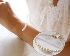 Gold White Freshwater Pearl Bracelet//Dainty Everyday Pearl Bracelet//Gift for the Mother of Groom/Gift for the Mother of Bride/Wedding Gift