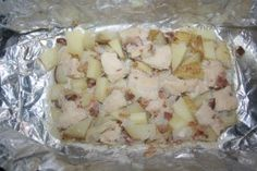 Garlic chicken and Potatoes! Foil Pack Meals, Foil Dinners, Chicken Packets, Diced Chicken, Chicken Bacon, Garlic Chicken, Fire Cooking, Cooking On The Grill, Camping Dishes