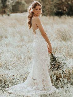 Bohemian Wedding Dresses, Boho Bride, Dream Wedding Dresses, Rustic Wedding Gowns, Bohemian Weddings, Indian Weddings, Floral Wedding, Halter Gown, Halter Neck