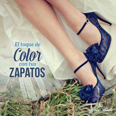 El Toque de Color con tus Zapatos -- ¿Has considerado que tus zapatos de novia sean de color en lugar de hacerlos coincidir con tu vestido?