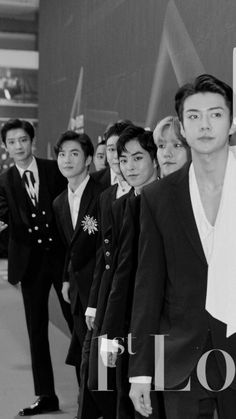 Sehun's at d front but is still not focused on the camera , whereas Chanyeol is completely looking at d camera Baekhyun Chanyeol, Exo Chen, Kpop Exo, Exo Chanyeol, Jonas Brothers, Chanbaek, K Pop, Luhan And Kris, Exo Album