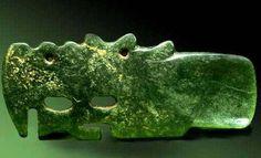 Нефритовая ложка в форме дракона. Длина - 10 см