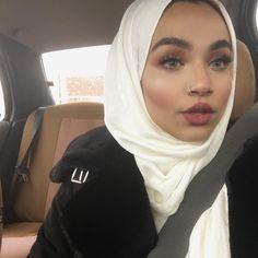 I hate you Arab Women, Arab Girls, Muslim Girls, Muslim Fashion, Hijab Fashion, Women's Fashion, Sleep Hairstyles, Beauty Makeup, Hair Makeup