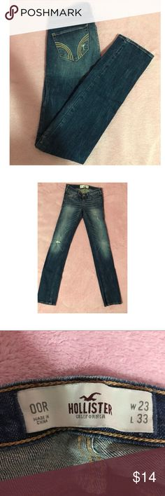 Hollister skinny ripped jeans Style is skinny. Worn a couple of times in good condition. Hollister Jeans Skinny