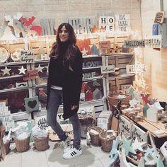 En Molly Market mercado con cosas preciosas para regalar. Si pasáis por Madrid no dejéis de visitarlo!!  In Molly Market in Madrid. If you come to this city you should visit it!! #streetstyle #fashion #fashionblog #blogger #girls #love #zara #vogue #instagram #ファッション #arabidol #spain #basquecountry #fashionstyle #streetfashion #madrid #mollymarket by rebelattitude