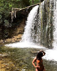 Ontario's Waterfall Swimming Hole Is A Refreshing Paradise In The Summer - Narcity Road Trip Essentials, Road Trip Hacks, Toronto Activities, Disney Vacations, Family Vacations, Family Travel, Ontario Travel, Canadian Travel, Swimming Holes