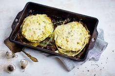 Valkosipulinen uunikaali Bratwurst, Side Dishes, Veggies, Low Carb, Cooking Recipes, Vegetarian, Snacks, Dinner, Eat