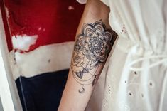 tattoo unterarm innenseite ideen mandala blume rose