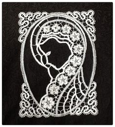 immage of Madonna in bobbin lace, handmade, cotton bobbin lace