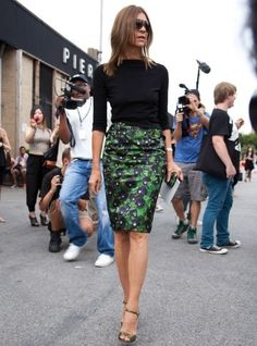 30 Ways to Wear a Pencil Skirt to Work: Inspired by Carine Roitfeld — Practically Fashion Style Work, Style Me, Work Chic, Work Fashion, Fashion Looks, Gothic Fashion, Fashion Jewelry, Carine Roitfeld, Parisian Chic