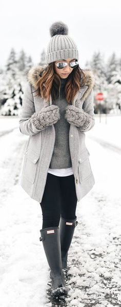 Winter Outfits / All Grey - Black Hunter Boots Your Guide to Writing O Winter Boots Outfits, Cold Weather Outfits, Cute Fall Outfits, Winter Outfits Women, Winter Fashion Outfits, Autumn Winter Fashion, Trendy Outfits, Outfit Winter, Winter Jackets For Women