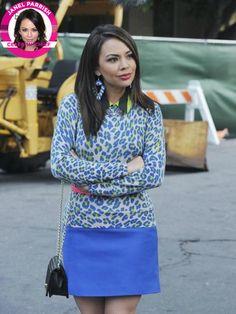 Mona's blue leopard print sweater on Pretty Little Liars Tall Girl Fashion, Fashion Tv, Star Fashion, Pretty Little Liars Outfits, Pretty Litte Liars, Pll Outfits, Skirt Outfits, Work Outfits, Style Guides