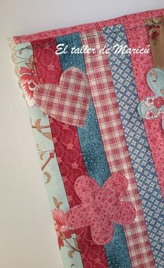 Blog sobre Costura Creativa, Patchwork y quilts con tutoriales. Glasses Case, Pot Holders, Quilts, Blanket, Blog, Book Jacket, Notebook Covers, Fabric Book Covers, Clothes Crafts
