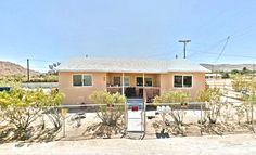 #OFFEREDFORSALE #MULTIFAMILY #INVEST #JOSHUATREE 61755 Division Street Joshua Tree, CA *Multi-family triplex property for sale* Each unit on the property includes 1 bedroom, 1 bath, living room and kitchenette.You're just miles from the entrance to the #NationalPark #thehanovergrp CALL (909) 942-6165 or email us at info@thehanovergrp.com to schedule your visit today!