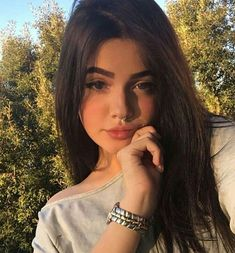 Loving him was like trying to change your mind once you're already flying through the free fall 🍃 Stylish Girls Photos, Girl Photos, Tattoo Asian, Western Girl, Selfie Poses, Girls Selfies, Just Girl Things, Tumblr Girls, Girl Face