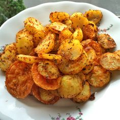 Knusprige fettarme Kartoffelecken mit würziger Guacamole