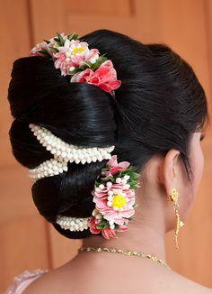 Beautiful Bridal Bun Hairstyle With Jewellery - Kurti Blouse Headpiece Wedding, Bridal Headpieces, Wedding Bride, Bridal Hair Buns, Floral Hair, Bride Hairstyles, Hairstyle Ideas, Flowers In Hair, Bridal Flowers