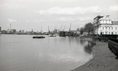 Thames Path, 1980's by Richard Proctor #greenwichpalace #thamesdiscovery #greenwichfrogs