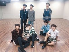 "immagina sui BTS Jin-Suga-J-hope-Rm-Jimin-V-Jungkook Dove sei la ""pro… Fanfiction Bts Jungkook, Kim Namjoon, Seokjin, Foto Bts, Bts Photo, Yoonmin, Jung Hoseok, K Pop, Bts Dance Practice"