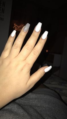 What you need to know about acrylic nails - My Nails Silver Acrylic Nails, Acrylic Nails Coffin Short, Simple Acrylic Nails, Best Acrylic Nails, White And Silver Nails, Coffin Nails, White Nail, White Acrylics, Stylish Nails
