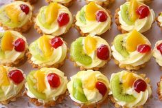 Home recipe: Mini fruit pies - # home # fruits # recipe # tarts - - - Small Desserts, Mini Desserts, Christmas Desserts, Mini Fruit Pies, Mini Cheesecakes, Sweets Recipes, Fruit Recipes, Cookie Recipes, Homemade Sweets